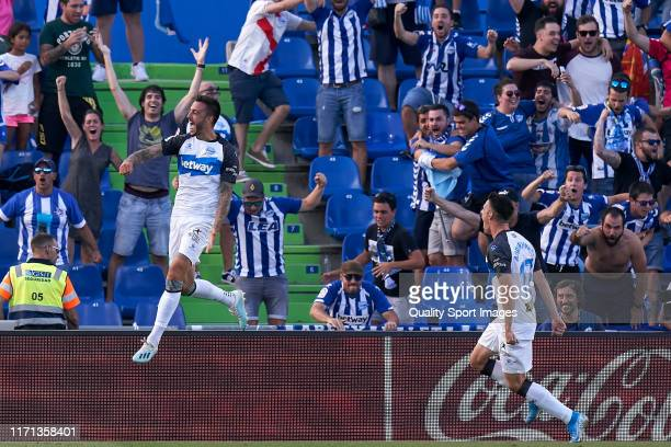 Joselu of Deportivo Alaves celebrates the first goal of the team for the tie during the Liga match between Getafe CF and Deportivo Alaves at Coliseum...