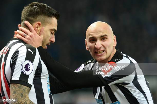 Joselu of Newcastle United celebrates with Jonjo Shelvey after he scores the equalising goal during the Premier League match between Newcastle United...