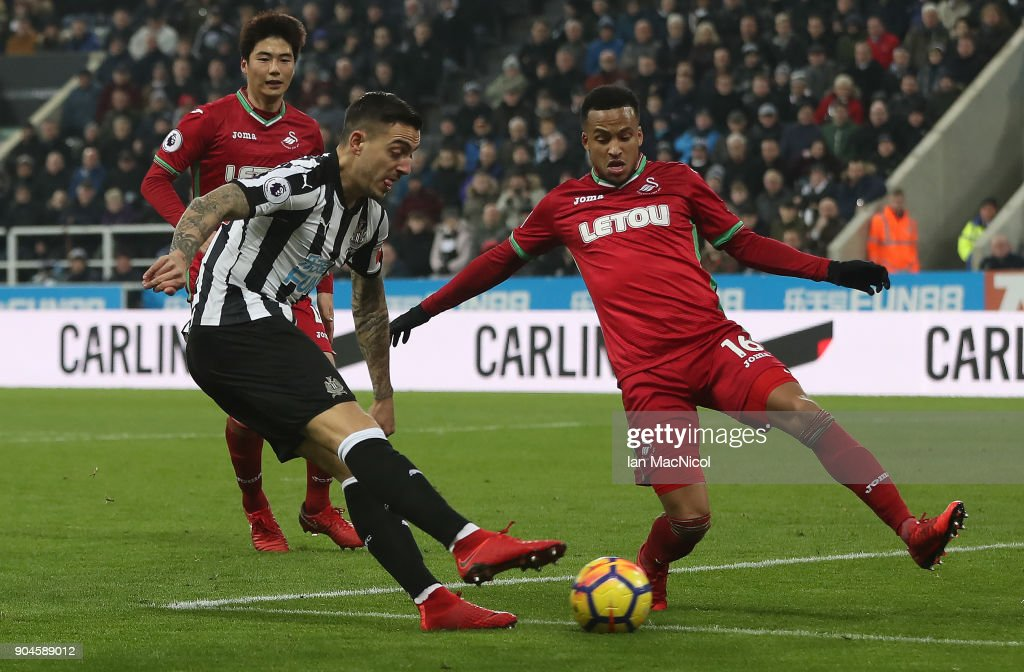 Joselu of Newcastle United scores hie team's first goal during the Premier League match between Newcastle United and Swansea City at St. James Park on January 13, 2018 in Newcastle upon Tyne, England.