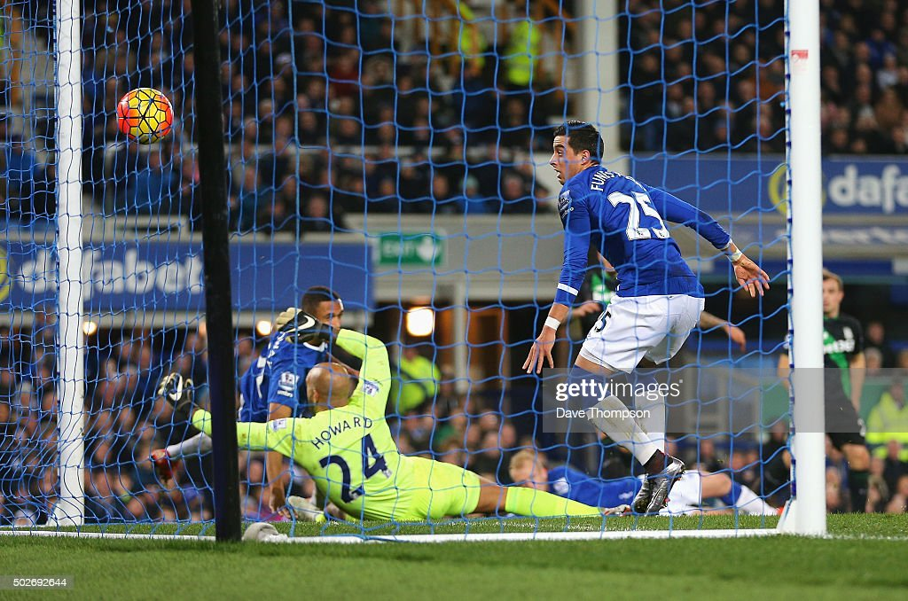 Everton v Stoke City - Premier League : News Photo
