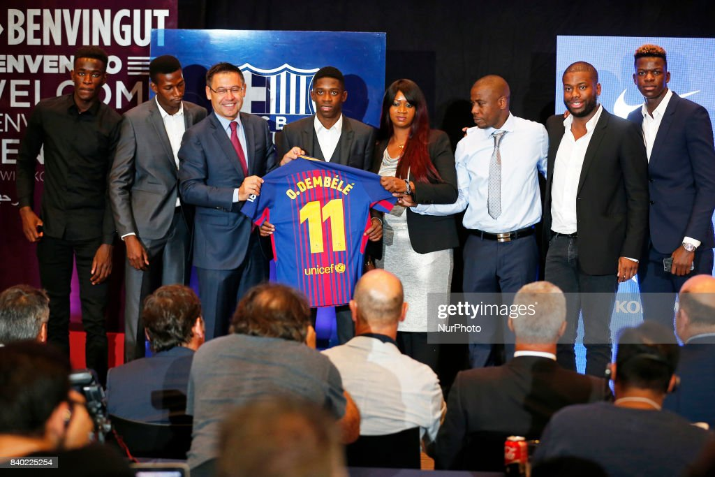 ¿Cuánto mide Josep Maria Bartomeu? - Altura - Página 2 Josep-maria-bartomeu-president-of-fc-barcelona-and-the-family-of-the-picture-id840225254