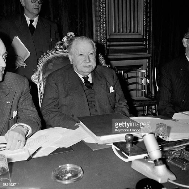 Joseph Bech ministre des Affaires étrangères du Luxembourg photographié lors de la réunion au Quai d'Orsay à Paris France le 18 février 1957