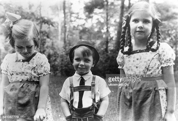 Joseph Goebbels*29101897Politician NSDAP Germany the children Hildegard Helmut and Helga Goebbels 1938 Photographer PresseIllustrationen Heinrich...