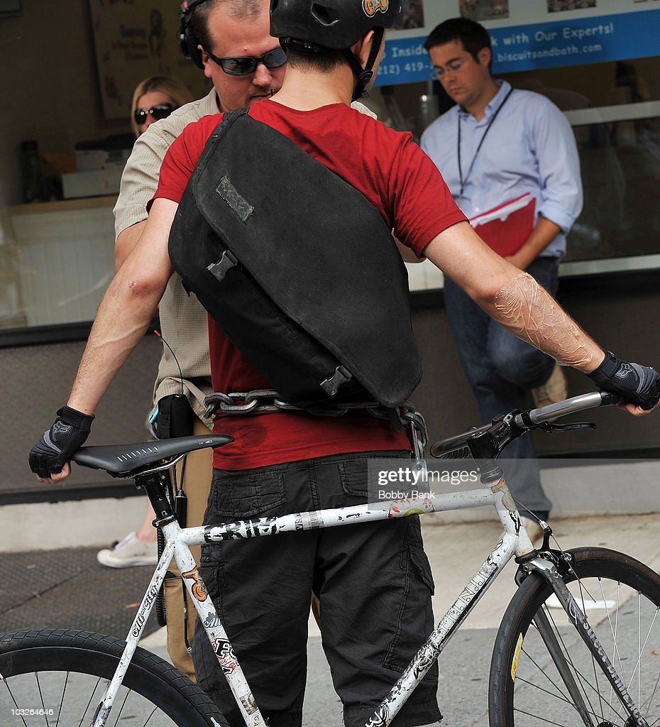 Joseph Gordon Levitt On Location For Premium Rush On The Streets Of News Photo Getty Images