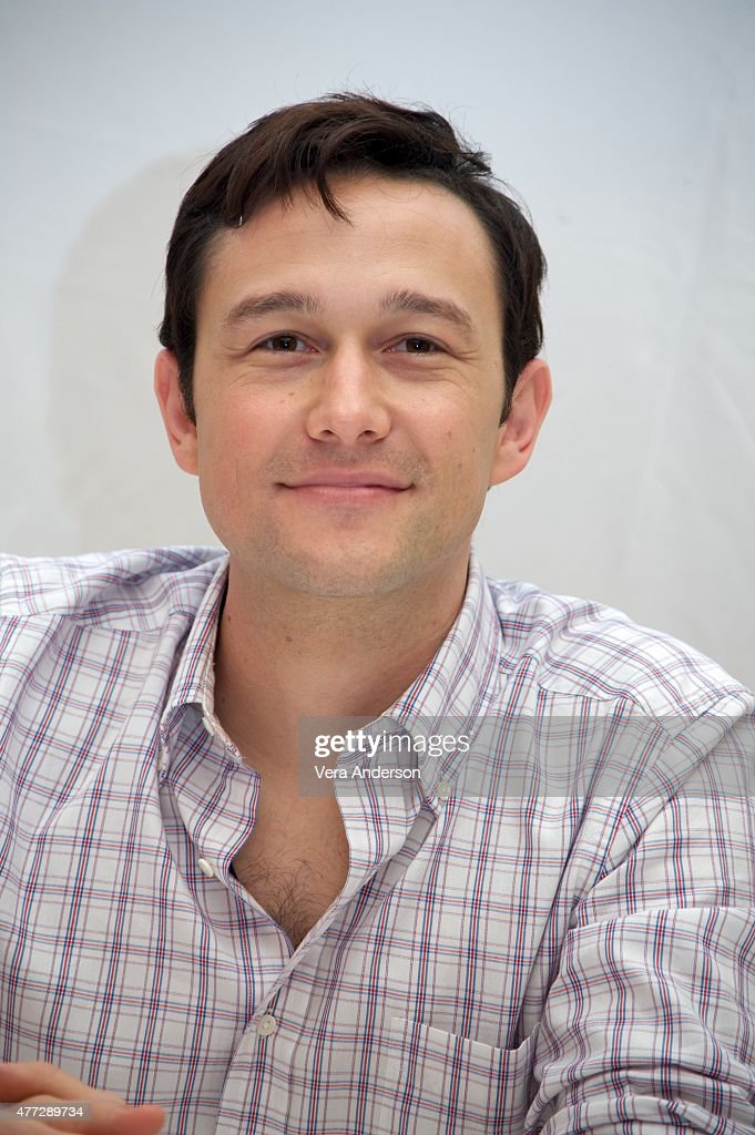 Joseph Gordon-Levitt On Location - Cancun, Mexico