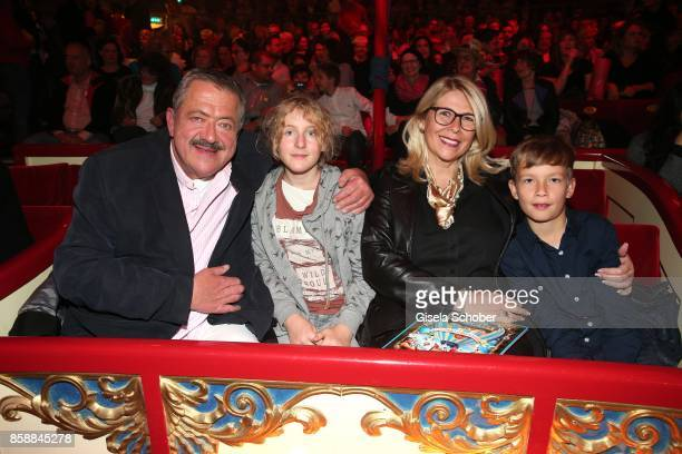 Joseph Hannesschlaeger and his girlfriend Bettina Geyer Franziska and Philipp during the premiere of the Circus Roncalli '40 Jahre Reise zum...