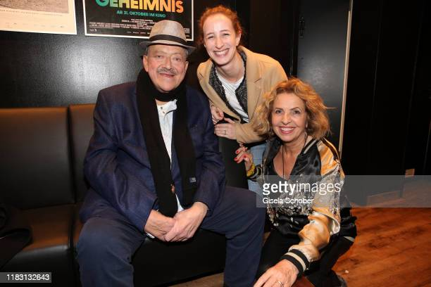 Joseph Hannesschlaeger Lilian Schiffer and her mother Michaela May during the premiere of the film Schmucklos at Rio Filmpalast on November 17 2019...