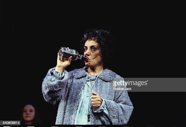 joseph lesley performing in annie - robbie jack stock-fotos und bilder