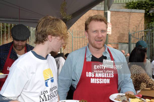Joseph McKidd and Kevin McKidd serves up food at the annual Los Angeles Mission Christmas at Los Angeles Mission on December 21 2018 in Los Angeles...
