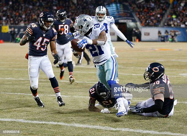 Joseph Randle of the Dallas Cowboys runs by Brock Vereen Ryan Mundy and Shea McClellin of the Chicago Bears to score a touchdown during the third...