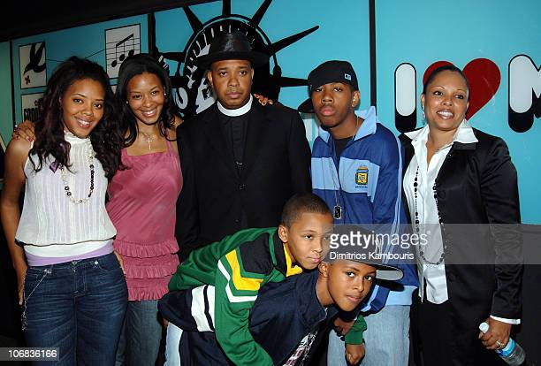 Joseph Reverend Run Simmons with from left Angela Vanessa Russy Diggy JoJo and wife Justine