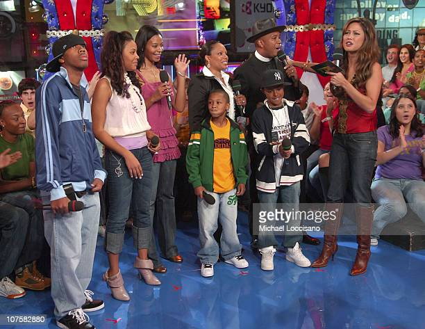 Joseph Reverend Run Simmons with from left JoJo Angela Vanessa Russy Diggy wife Justine and MTV VJ Vanessa Minnillo