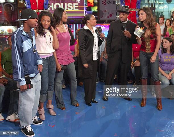 Joseph Reverend Run Simmons with from left JoJo Angela Vanessa wife Justine and MTV VJ Vanessa Minnillo