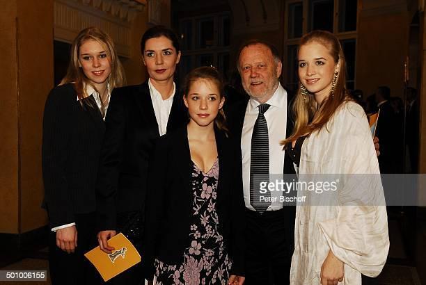 Joseph Vilsmaier Ehefrau Dana Vavrova Töchter Janina Therese Josefina Verleihung Bayerischer Filmpreis 2007 München Bayern Deutschland...