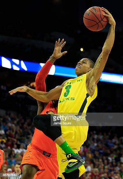 Joseph Young of the Oregon Ducks dunks against the Oklahoma State Cowboys in the second half during the second round of the 2015 NCAA Men's...
