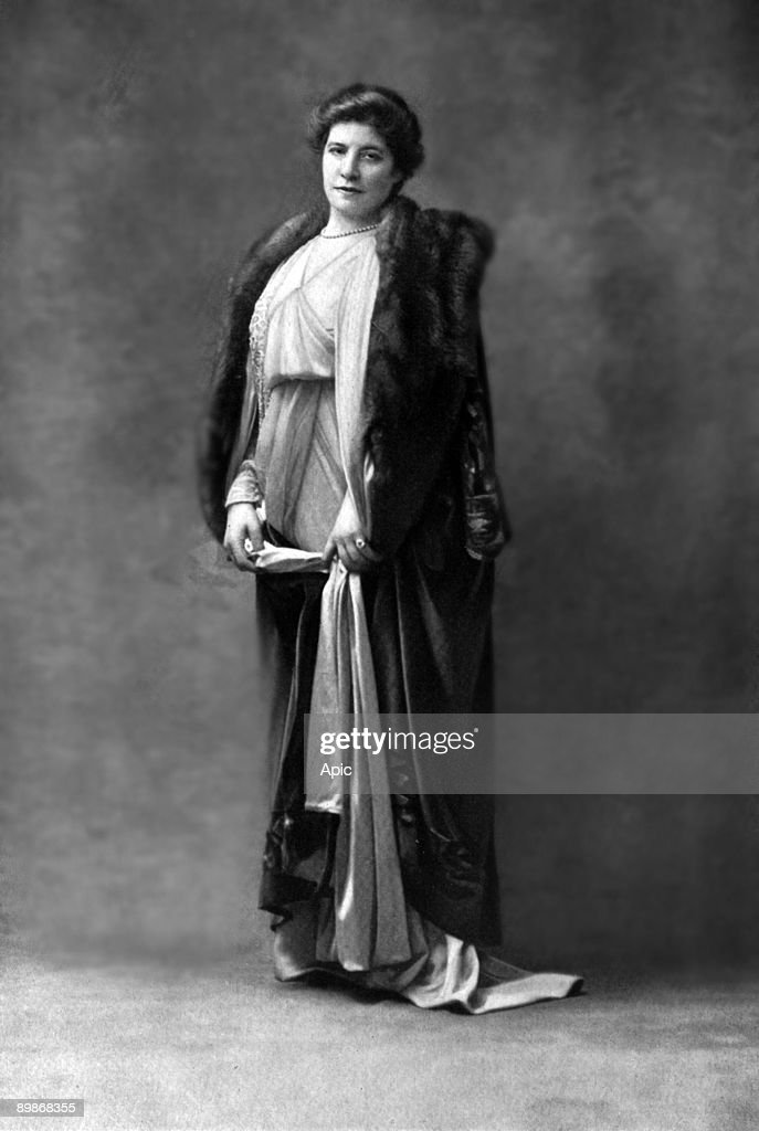 Josephine Brunschwig aka Marthe Brandes (1862-1930) french comedian as Princess Gina in play 'L'exilee' by HenryKistemaeckers in Paris, photo from french paper 'Le Theatre' may 1913 : News Photo