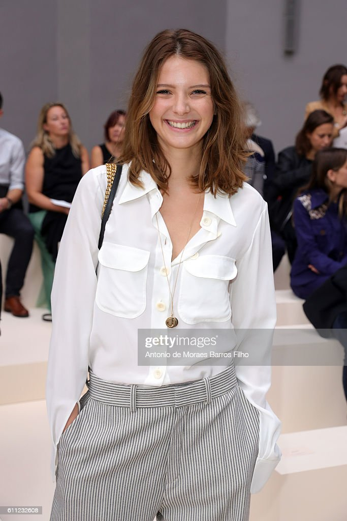 Chloe : Front Row - Paris Fashion Week Womenswear Spring/Summer 2017 : News Photo