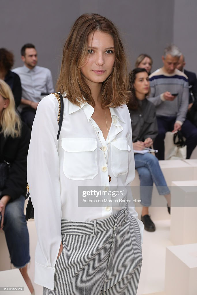 Chloe : Front Row - Paris Fashion Week Womenswear Spring/Summer 2017 : News Photo