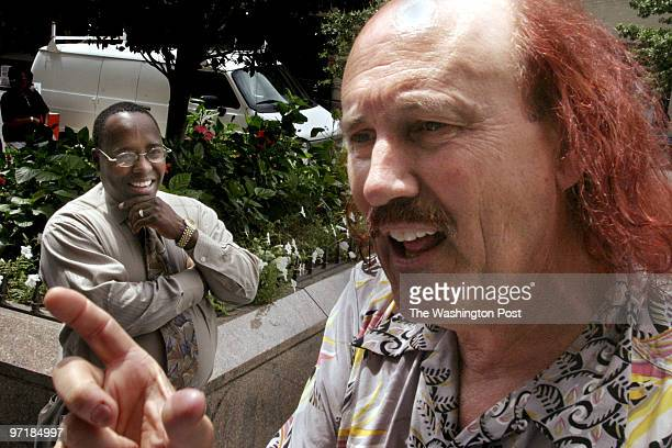 NEGATIVE# josephm 145721SLUGST/GALLAGHERDATE8/11/2003LOCATIONWashington DCPHOTOGRAPHERMARVIN JOSEPH/TWPCAPTIONA comedian named Gallagher is running...