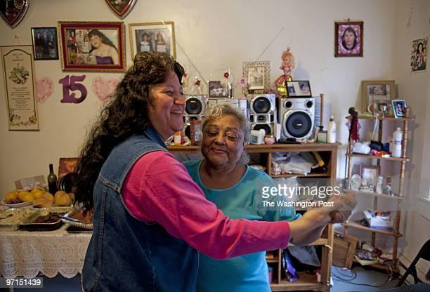 NEGATIVE# josephm 210949SLUGME/HOMEOWNERSDATELOCATIONDistrict of ColumbiaPHOTOGRAPHERMARVIN JOSEPH/TWPCAPTION Eighteen families formed a cooperative...