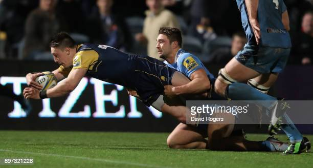 Josh Adams of Worcester Warriors dives to score his second try during the Aviva Premiership match between Worcester Warriors and London Irish at...