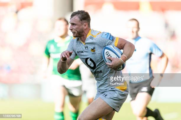 Josh Bassett of Wasps runs with the ball during the Gallagher Premiership match between London Irish and Wasps at the Brentford Community Stadium,...