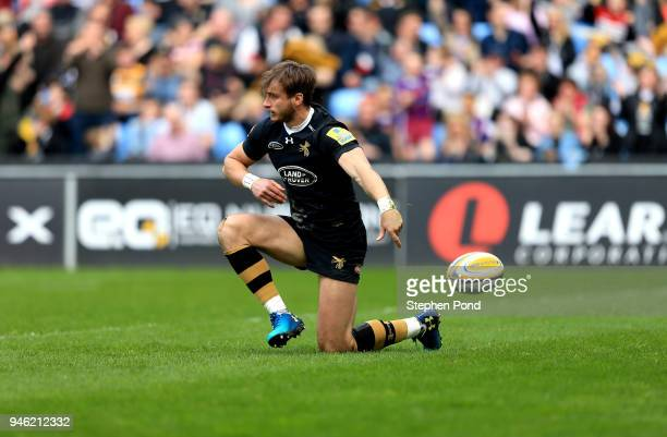 Josh Bassett of Wasps scores a try during the Aviva Premiership match between Wasps and Worcester Warriors at The Ricoh Arena on April 14 2018 in...