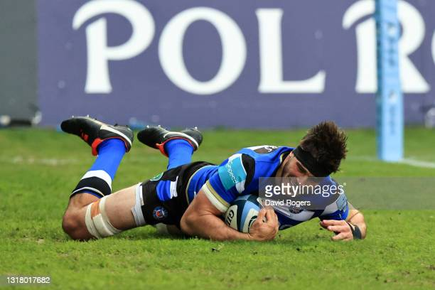 Josh Bayliss of Bath crosses to score their side's second try during the Gallagher Premiership Rugby match between Bath and Sale Sharks at The...