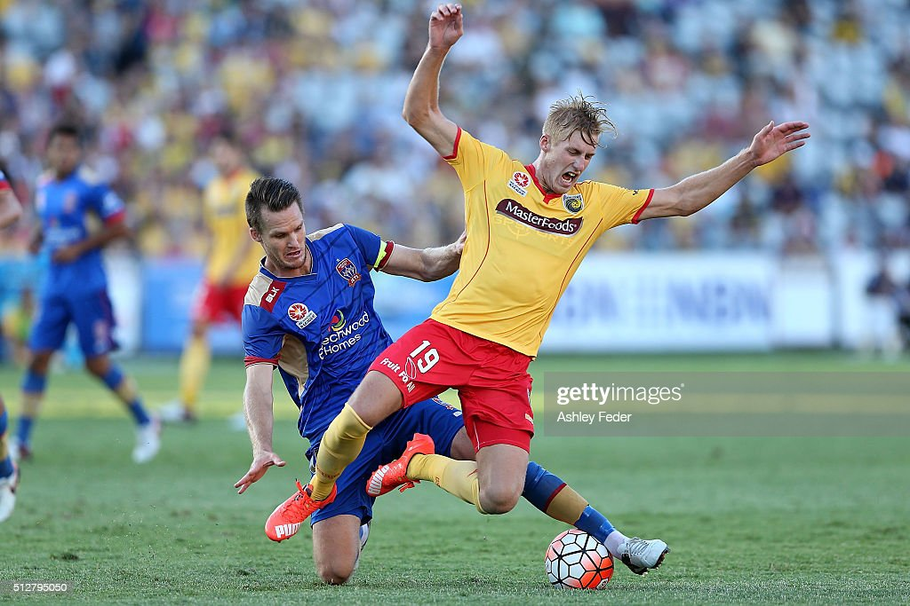Josh Bingham of the Mariners contests the ball against Nigel Boogaard of the Jets during the round 21 A-League match between the Central Coast Mariners and the Newcastle Jets at Central Coast Stadium on February 28, 2016 in Gosford, Australia.