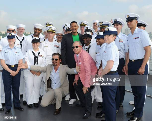"""Josh Brolin,Will Smith and director Barry Sonnenfeld pose with members of the U.S Navy at the """"Men In Black 3"""" Fleet Week celebration the USS..."""