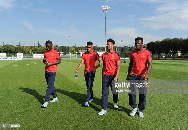 Josh Dasilva Marcus McGuane Chris Willock and Tolaji Bola of Arsenal check out the pitch before the UEFA Champions League match between Paris...