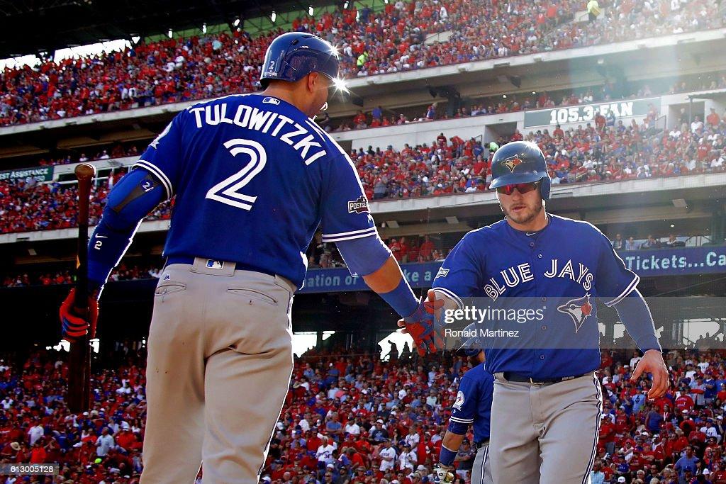 Division Series - Toronto Blue Jays v Texas Rangers - Game One : News Photo