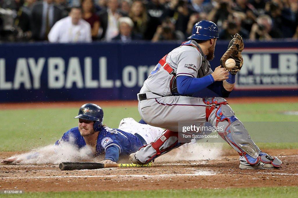 Division Series - Texas Rangers v Toronto Blue Jays - Game Three : News Photo
