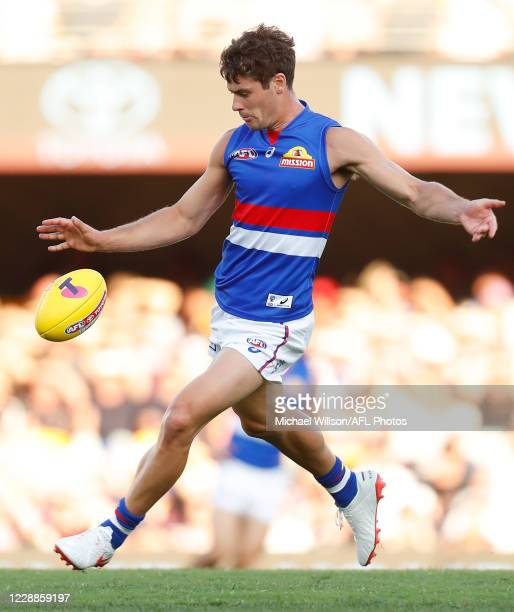 Josh Dunkley of the Bulldogs kicks the ball during the 2020 AFL Second Elimination Final match between the St Kilda Saints and the Western Bulldogs...