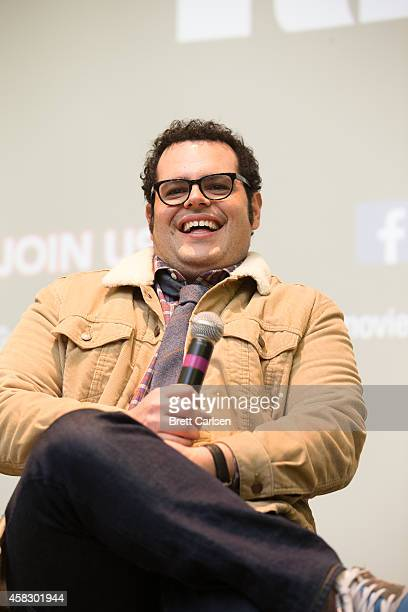 Josh Gad attends a special screening of The Wedding Ringer hosted by Kevin Hart and Josh Gad at Syracuse University on November 2 2014 in Syracuse...