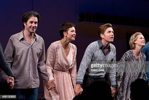 Josh Hamilton Maggie Gyllenhaal Ewan McGregor and Cynthia Nixon perform during the opening night curtain call of The Real Thing on Broadway at...