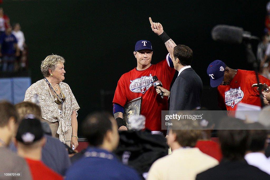 New York Yankees v Texas Rangers, Game 6 : News Photo