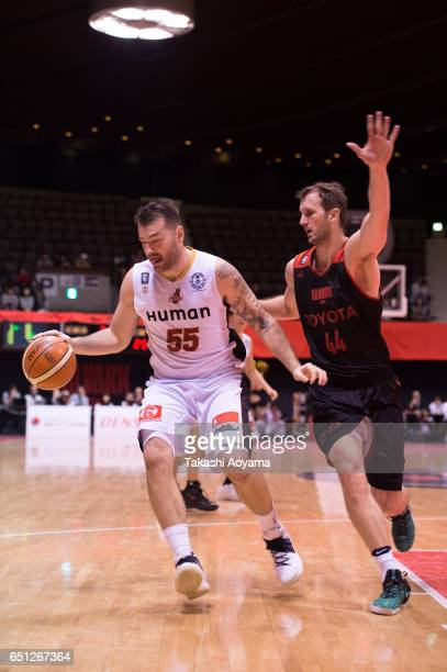 Josh Harrellson of the Osaka Evessa drives to the basket during the B League match between Alvark Tokyo and Osaka Evessa at Yoyogi National Gymnasium...