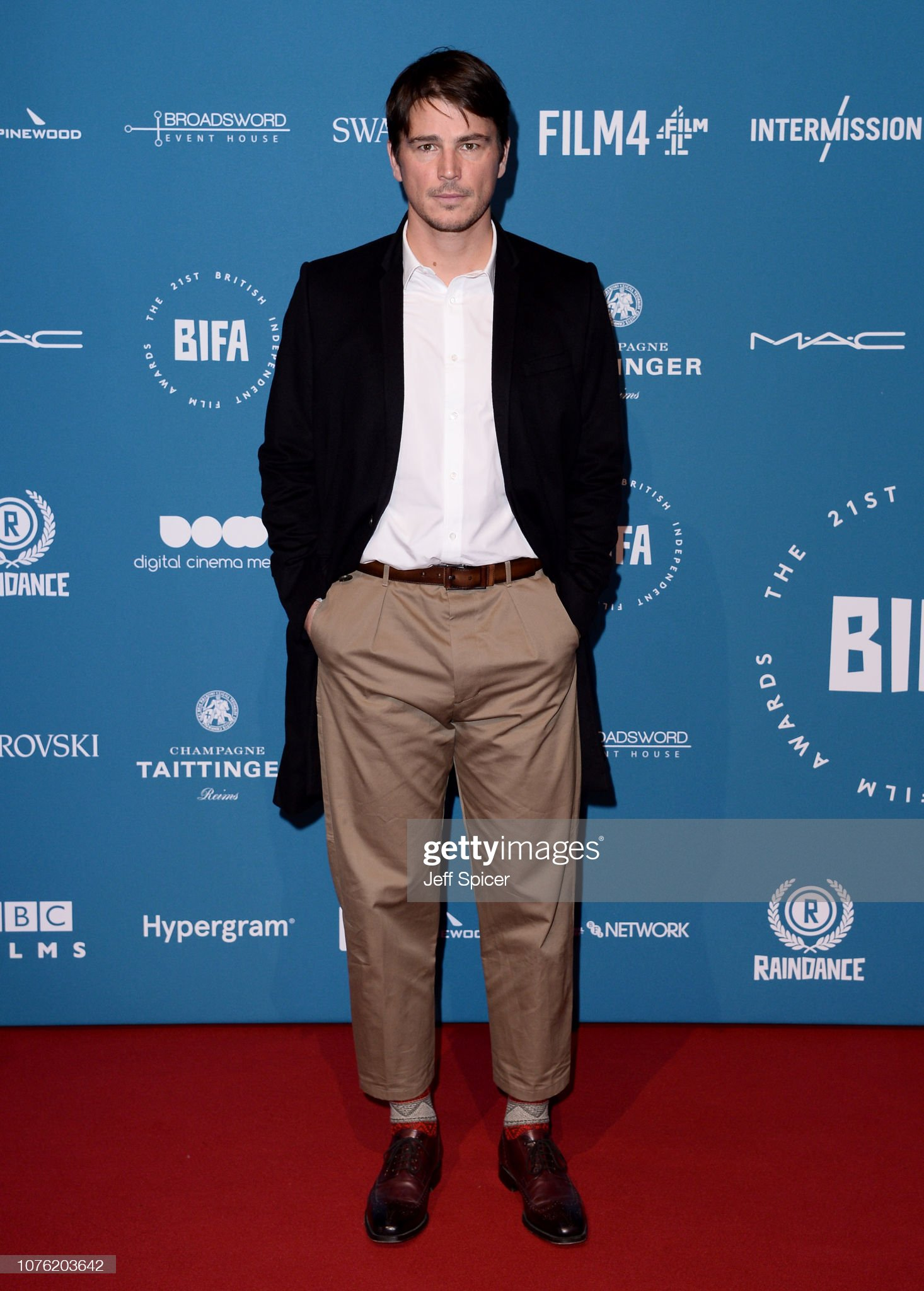 ¿Cuánto mide Josh Harnett? - Altura - Real height Josh-hartnett-attends-the-21st-british-independent-film-awards-at-old-picture-id1076203642?s=2048x2048