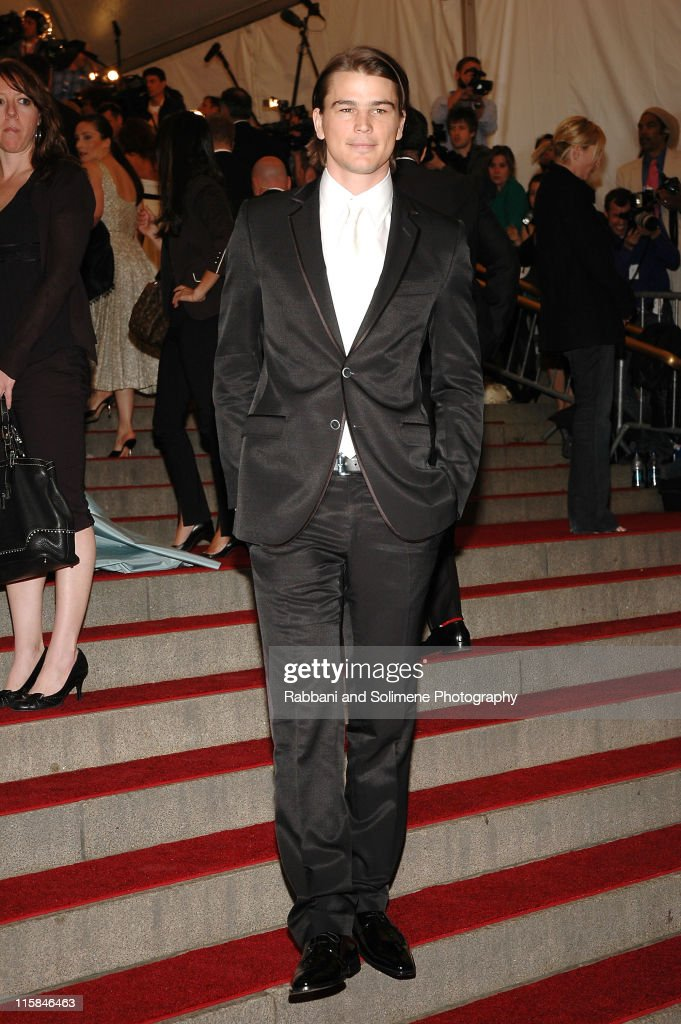 AngloMania Costume Institute Gala at The Metropolitan Museum of Art - Arrivals : News Photo