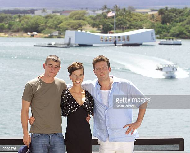 Josh Hartnett Kate Beckinsale and Ben Affleck gather together on the flight deck of the aircraft carrier USS John C Stennis Sunday May 20 in...