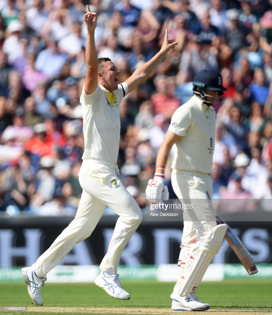 England v Australia - 3rd Specsavers Ashes Test: Day Two : News Photo