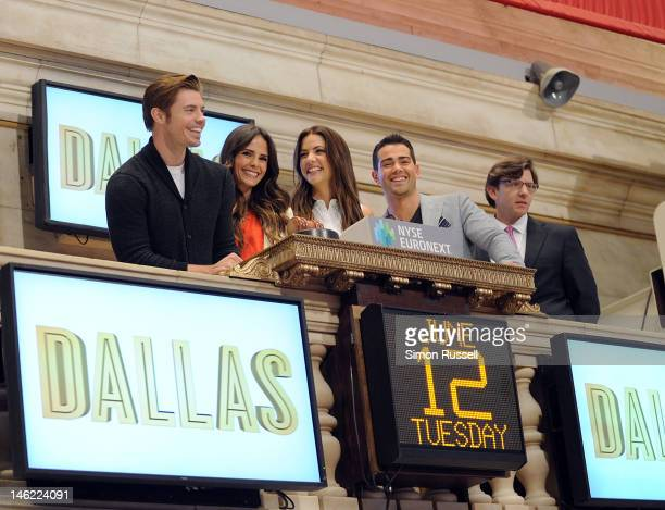 Josh Henderson Jordana Brewster Julie Gonzalo and Jesse Metcalfe the cast of the new series Dallas join VP of NYSE Euronext Gregg Krowitz to ring the...