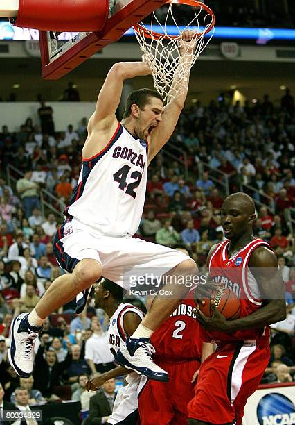 Josh Heytvelt of the Gonzaga Bulldogs dunks against Andrew Lovedale of the Davidson Wildcats during the 1st round of the 2008 NCAA Men's Basketball...