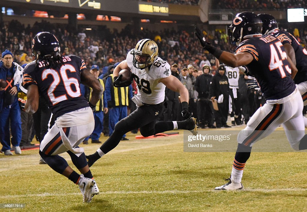 Josh Hill #89 of the New Orleans Saints heads into the end zone for a touchdown as Tim Jennings #26 and Brock Vereen #45 of the Chicago Bears defend during the second quarter at Soldier Field on December 15, 2014 in Chicago, Illinois.