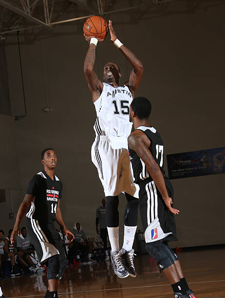 josh-howard-of-the-austin-toros-shoots-a