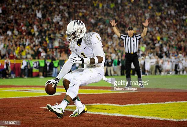 Josh Huff of the Oregon Ducks celebrates a touchdown in the second half of the game against the USC Trojans at Los Angeles Memorial Coliseum on...