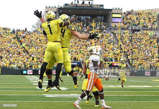 Josh Huff of the Oregon Ducks celebrates a touchdown with Tyler Johnstone against of the Tennessee Volunteers on September 14 2013 at the Autzen...