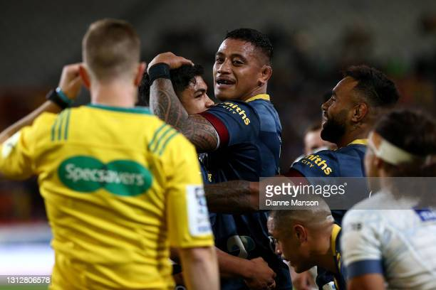 Josh Ioane of the Highlanders celebrates his try with team mate Shannon Frizell of the Highlanders during the round eight Super Rugby Aotearoa match...