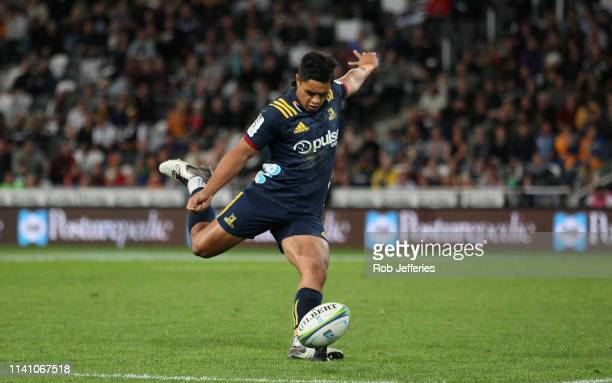 Josh Ioane of the Highlanders kicks the ball during the Round 12 Super Rugby match between the Highlanders and the Chiefs on May 4, 2019 in Dunedin,...